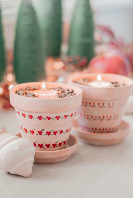 An Easy Christmas Craft & DIY Scented Candle You'll Love!
