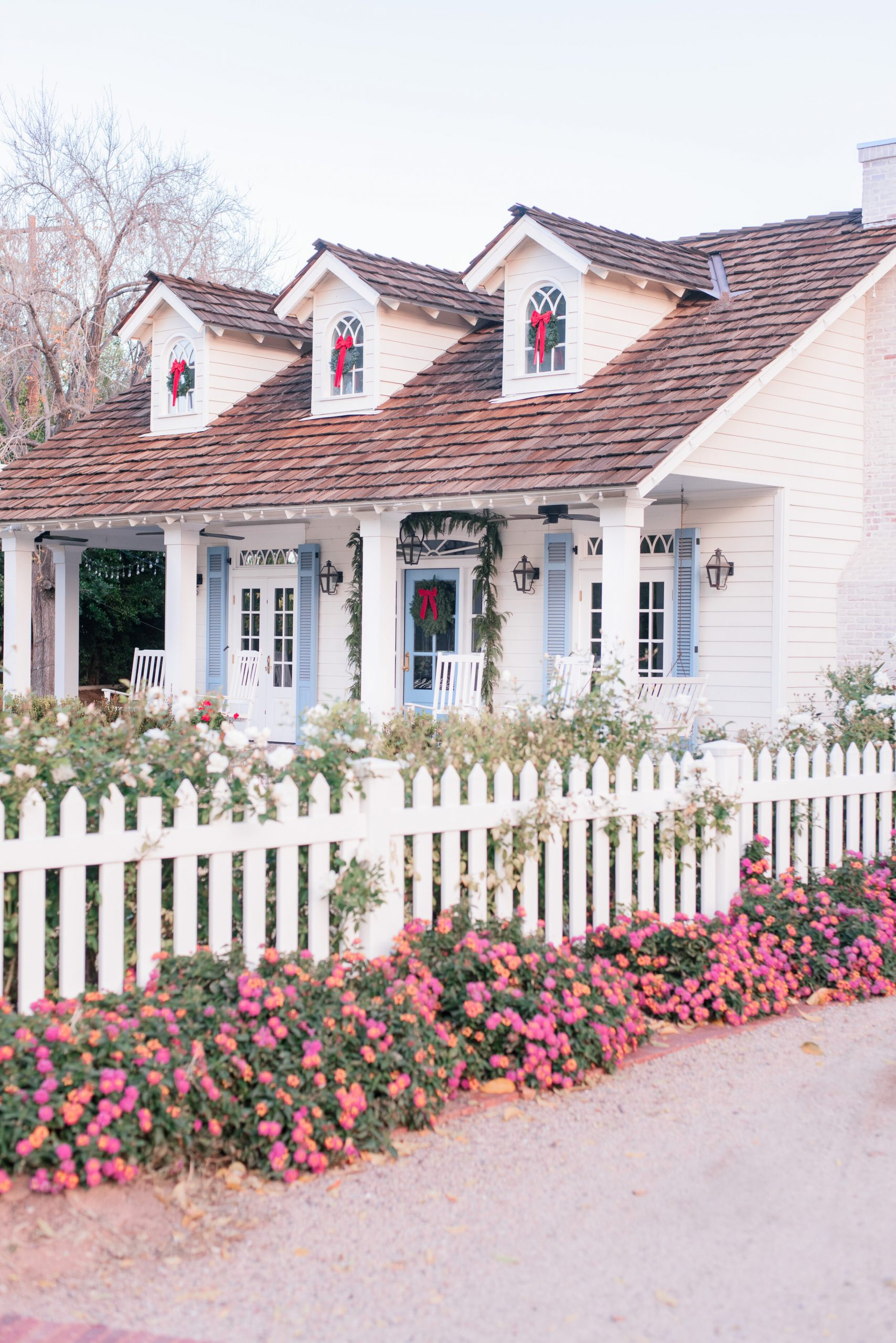 The Arcadia, Phoenix Holiday and Winter Neighborhood Tour is Here: Come See the Cozy Cottage-Farmhouse Christmas Decorations & Festive Florals!