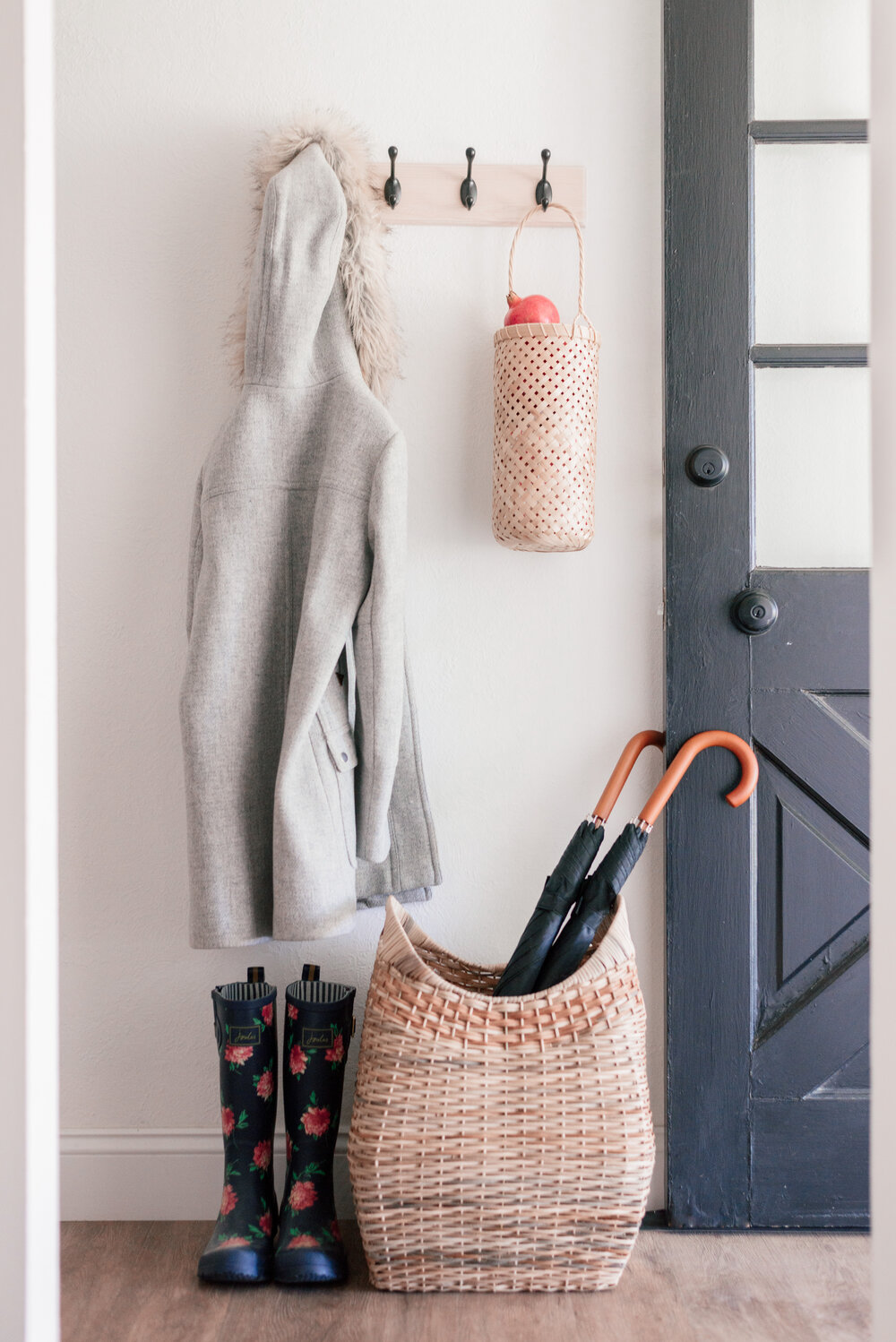Easy Entryway and Guest Bedroom Decor Refresh with high and Mighty featured by top US lifestyle blog, Love and Specs.