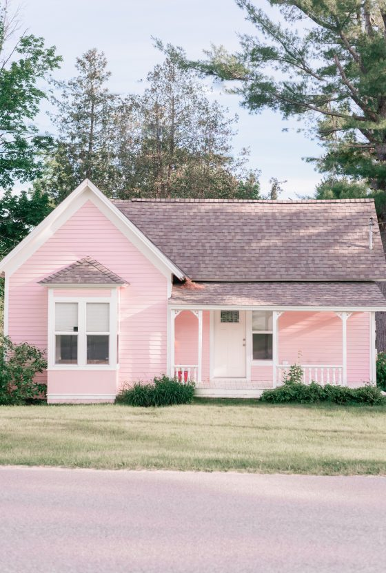 Northern Michigan Cottage Tour: Michigan Cottages featured by top US travel and cottage lifestyle blogger, Love and Specs |Northern Michigan Cottage Homes Tour by popular Phoenix life and style blog, Love and Specs: image of a Michigan cottage.